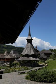 Mediniai Bukovinos vienuolynai