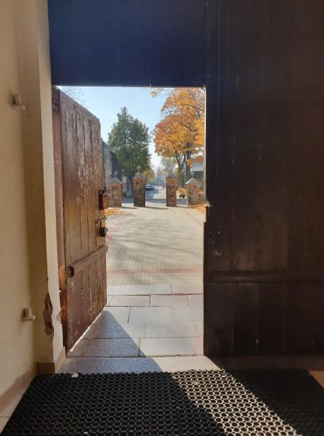 Pro Biržų bažnyčios duris