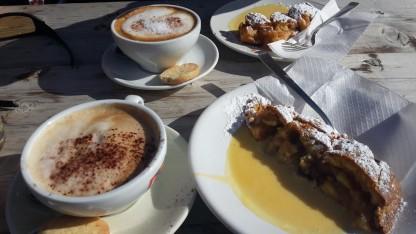 Štrudelis su kava, Arabba, Italija