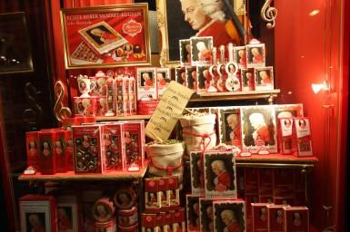 Zalcburgas, Austrija. Tradicinių Mocarto saldainukų parduotuvė