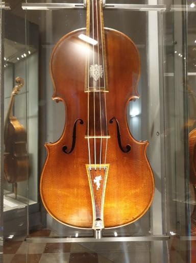 Akademijos galerija, Stradivarijaus smuikas
