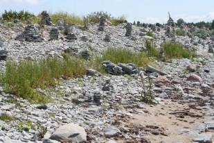 Akmenų bokštai pakrantėse