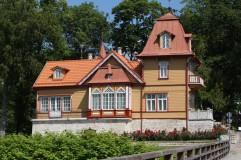 Medinis namas šalia Kuresarės pilies
