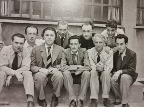 J. Arp su bendraminčiais: T. Tzara, P. Eluard, A. Breton, J. Arp, S. Dali, Y. Tanguy, M. Ernst, R. Crevel, M. Ray