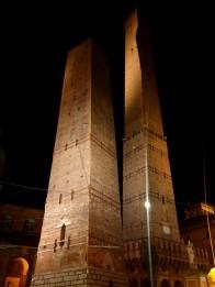 Pasvirę bokštai Due Torri: Asinelli ir Garisenda